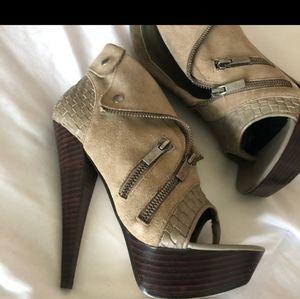 Bebe size 7 olive heels
